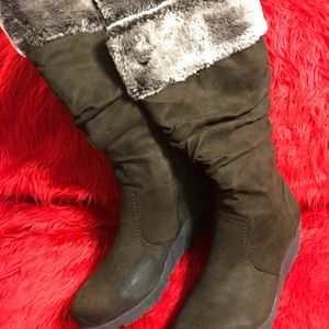 Brown Suede Boot with Fur on top